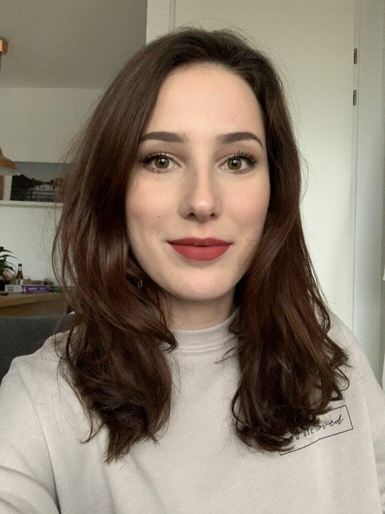 rode lippenstift vrouw